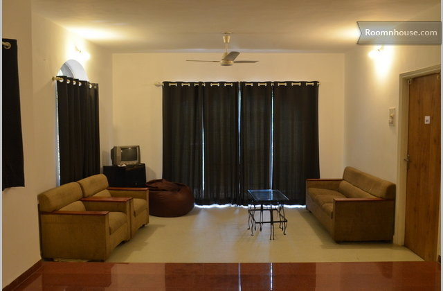 Luxurious Fully Furnished Room}