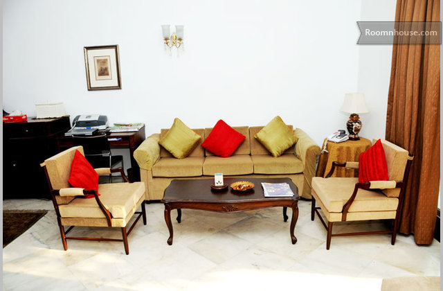 Comfortable Bed N Breakfast In New Delhi}
