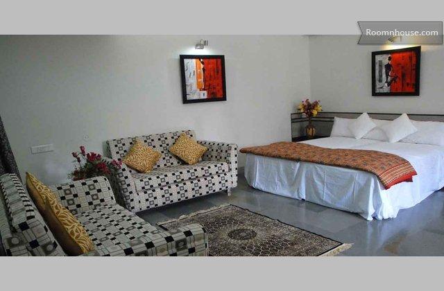 Topaz Bed And Breakfast Near Osho Ashram}