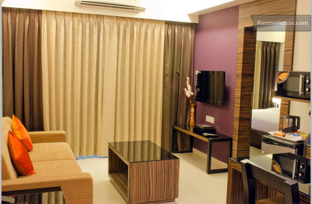 1 Bhk Apartment Near Magarpatta Cit}